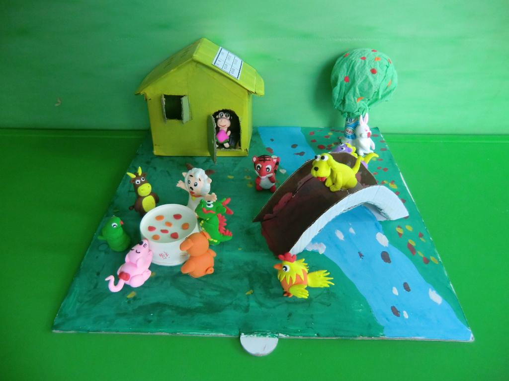 幼儿园动物主题绿色背景